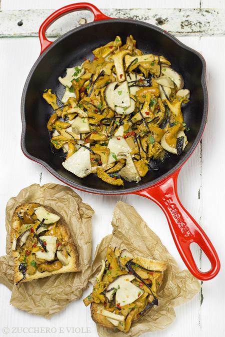 Mushroom Crostini With Seaweed [Vegan]