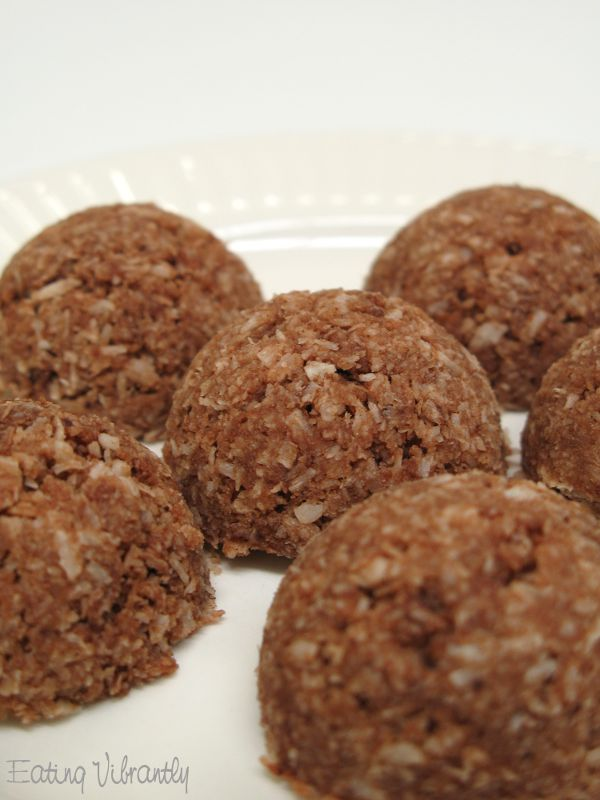 Raw Chocolate Coconut Macaroons