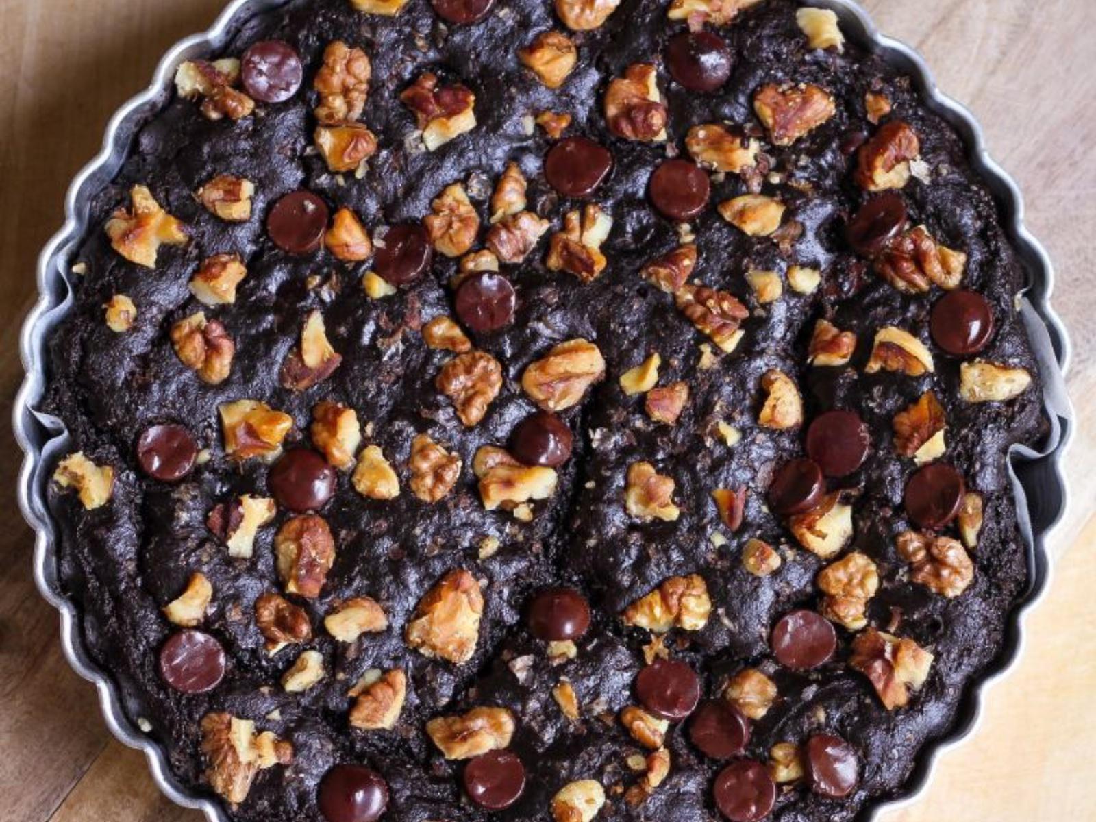 Vegan fudgy chocolate avocado brownies