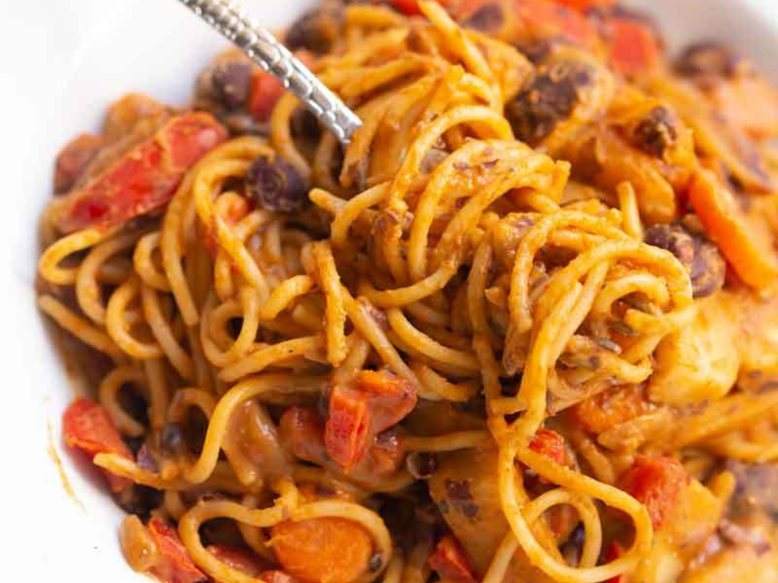 Spicy Spaghetti with Beans and Vegetables