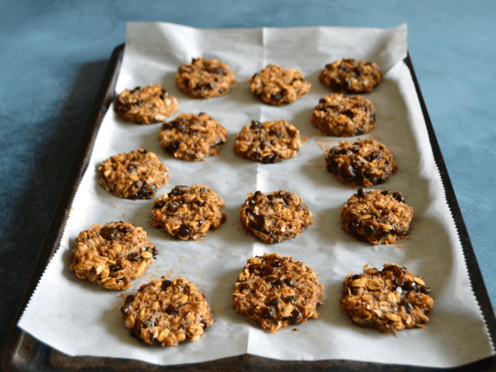 Vegan Chia Oatmeal Cookies