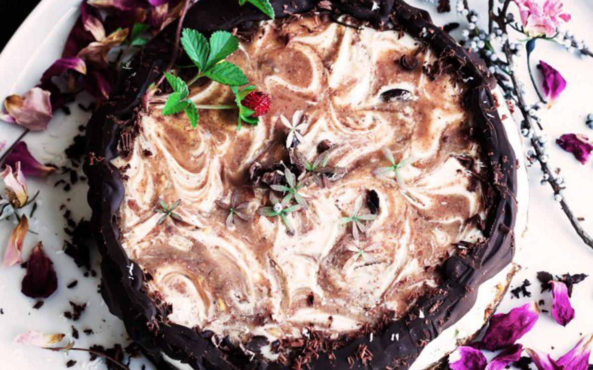 Vanilla Caramel Swirl Cheesecake