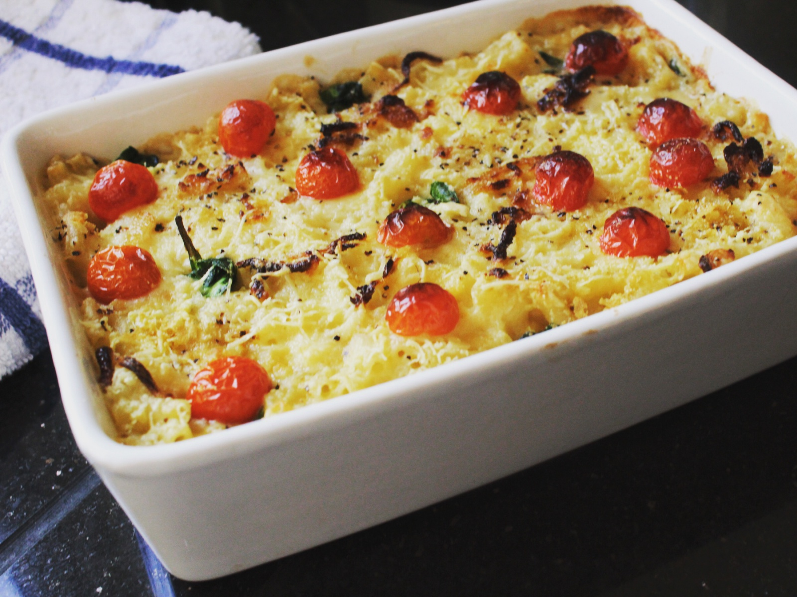 Mac and Cheese With Spinach and Tomatoes