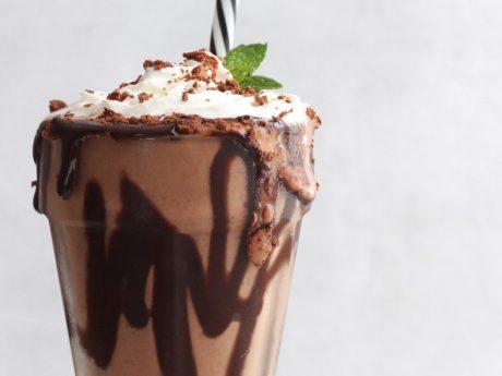 Vegan mint brownie shake