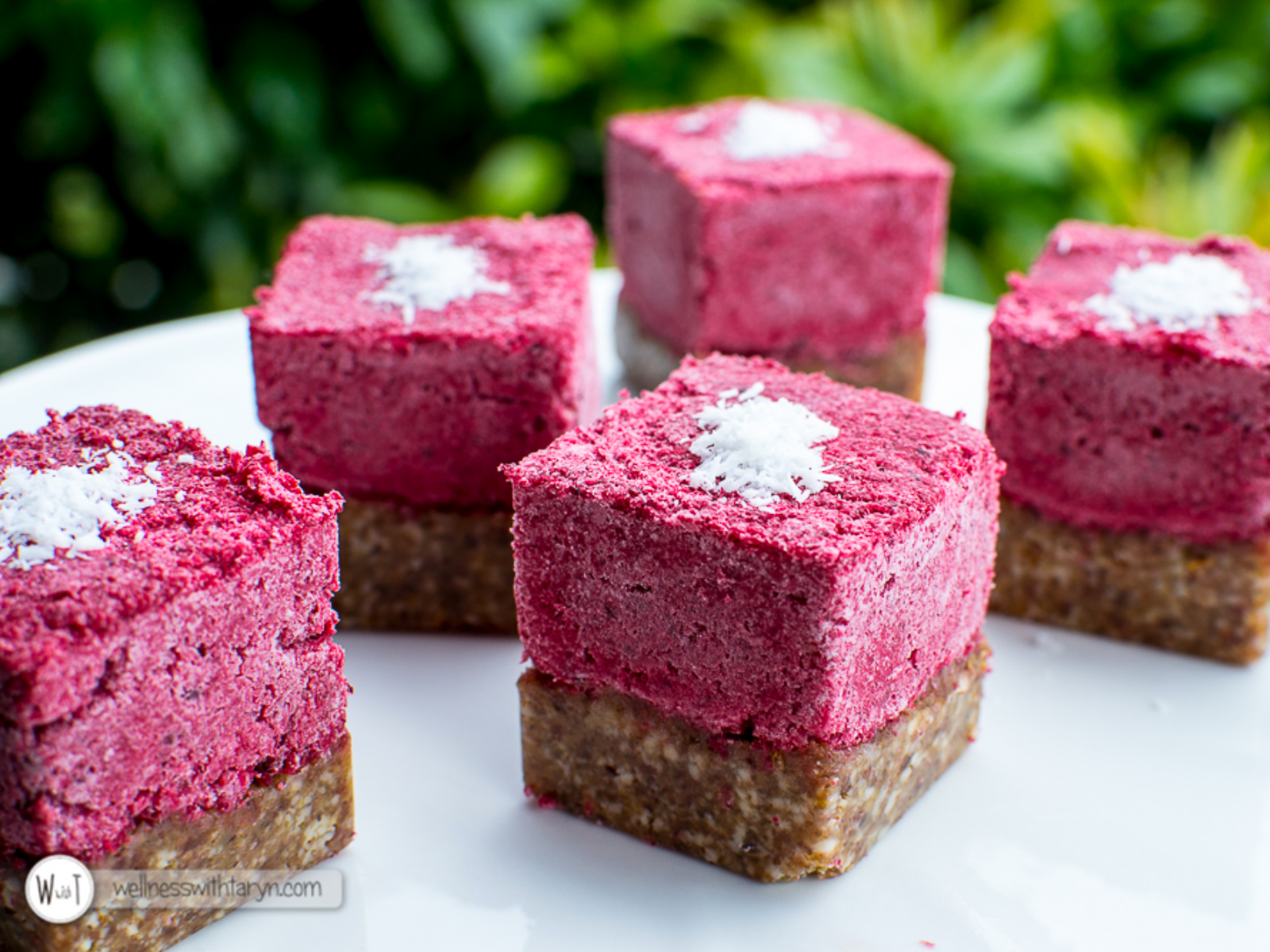 Beetroot coconut bites vegan