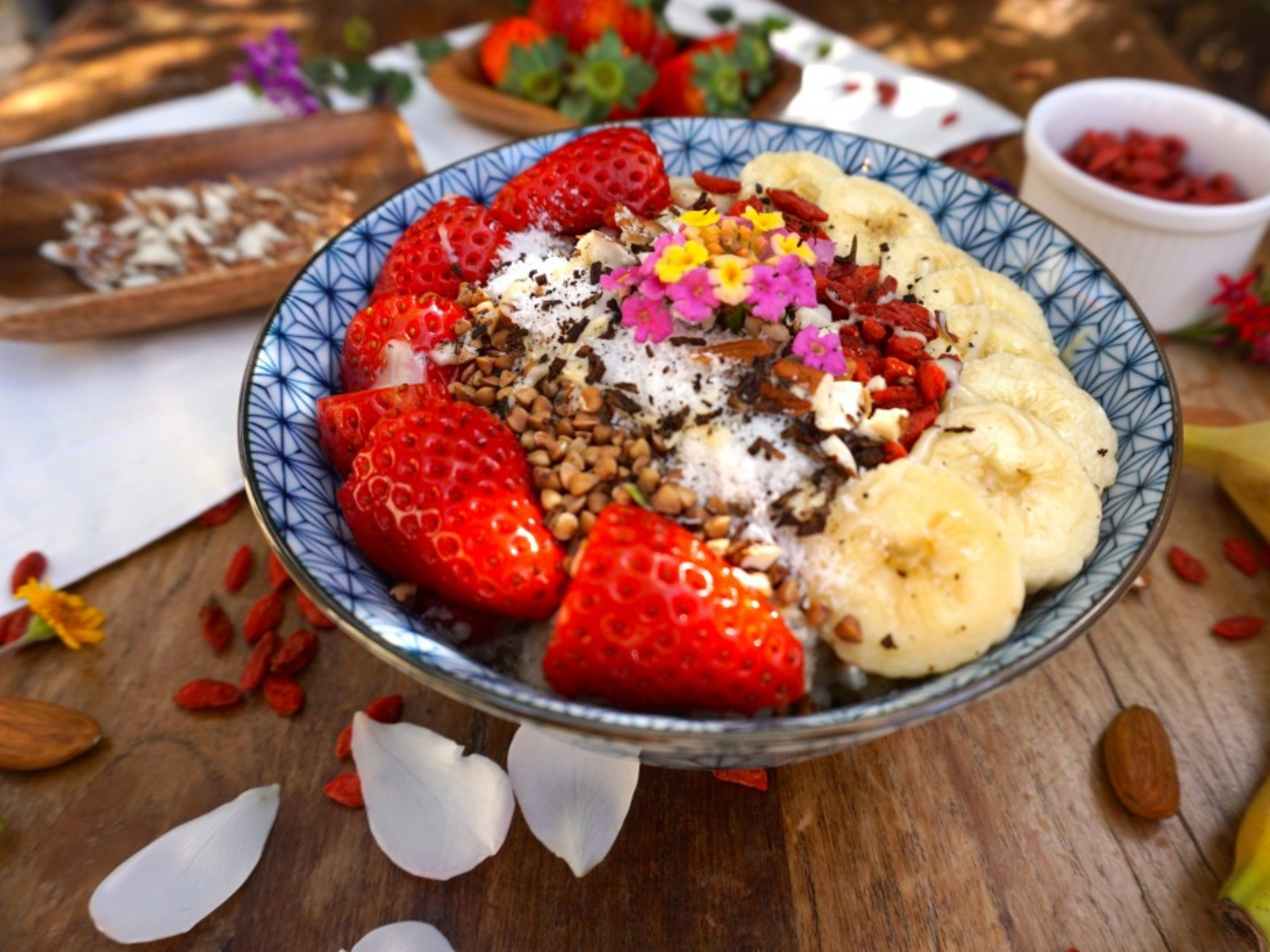 Sweet, filling vegan strawberry banana oatmeal