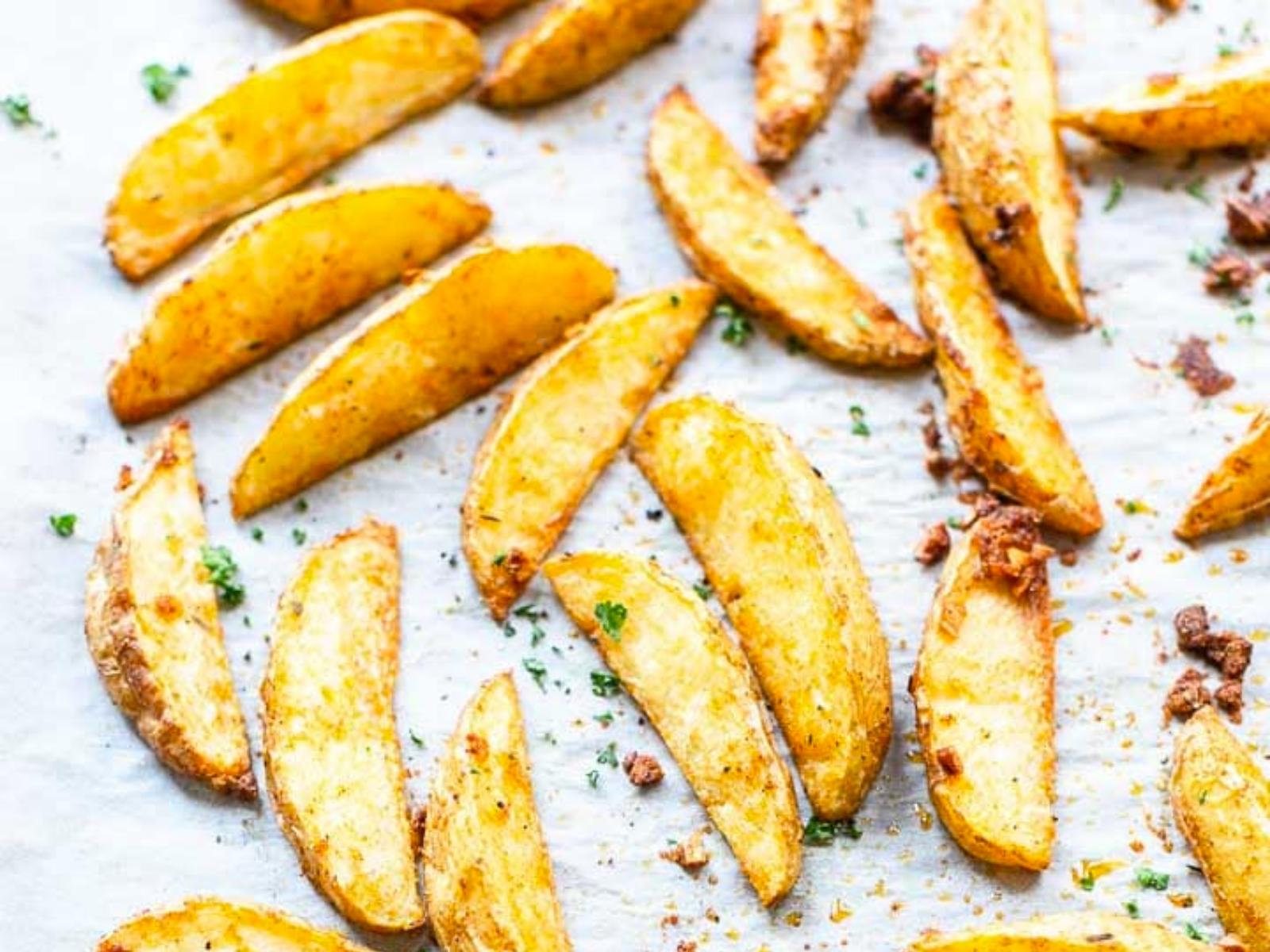 Crispy vegan well flavored potato wedges