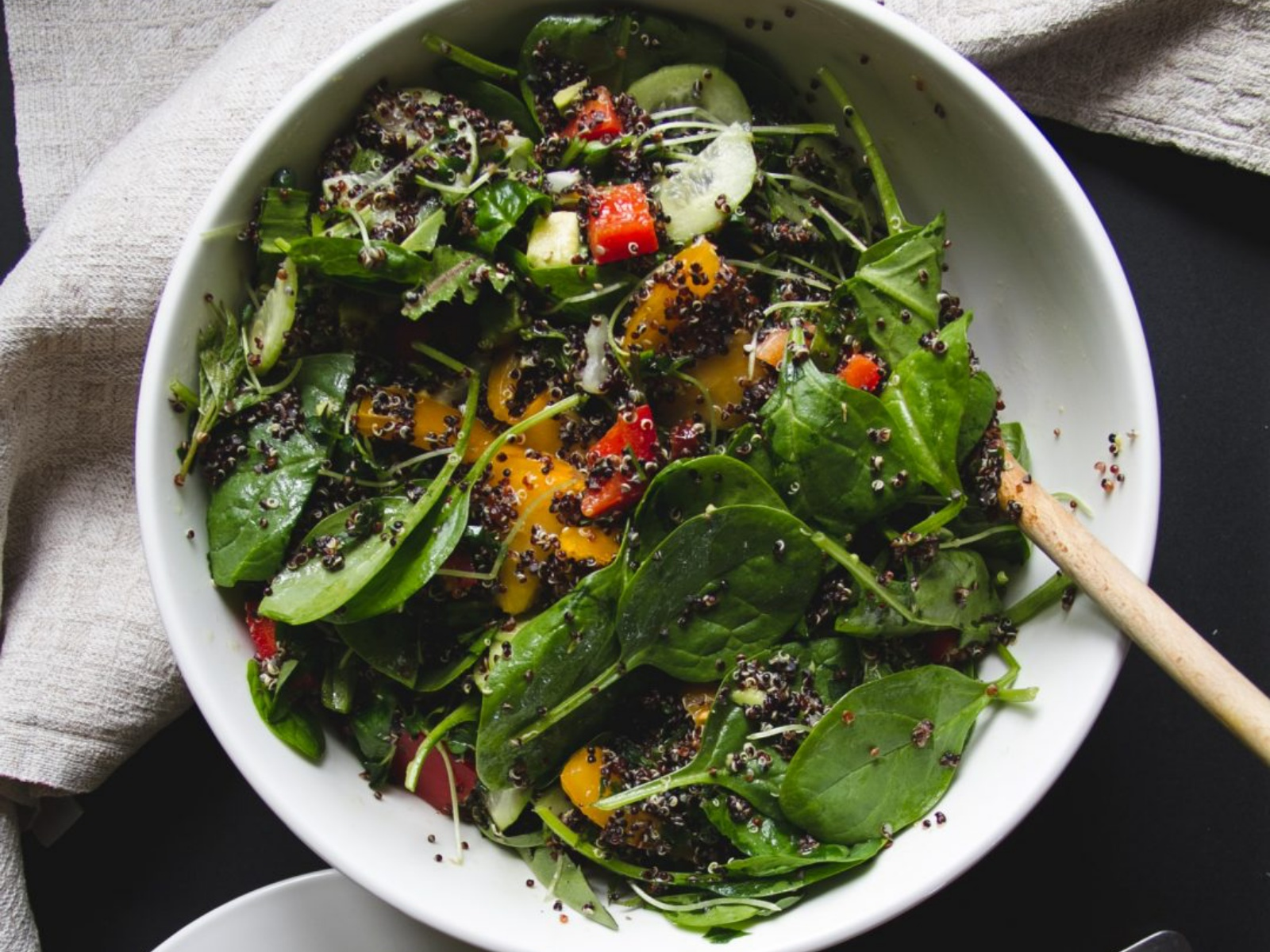 Flavorful and filling spinach and quinoa salad