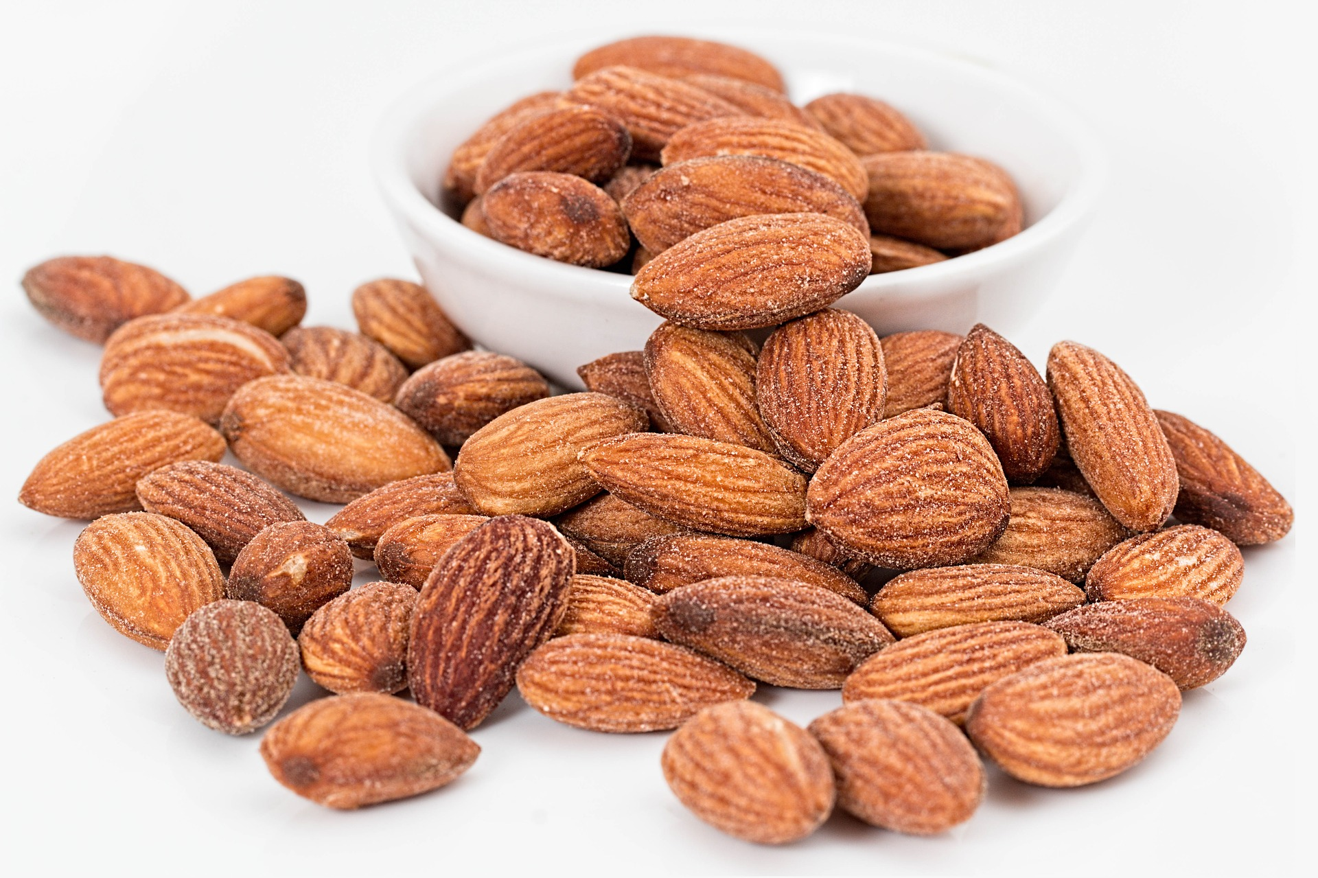 Almonds, a healthy vegan keto snack