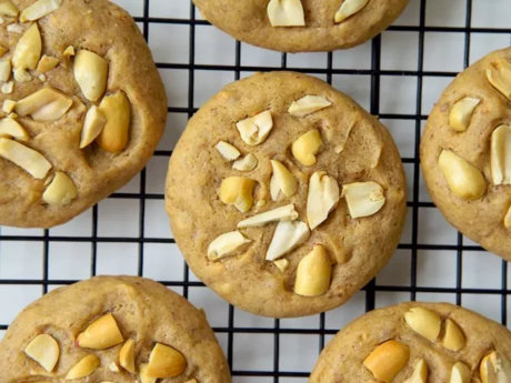 Vegan peanut butter cookies with peanut chunks
