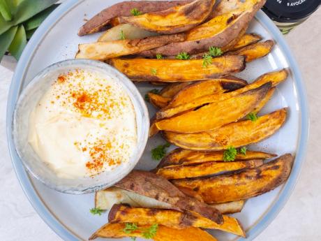 Sweet potato fries with vegan mayo dip