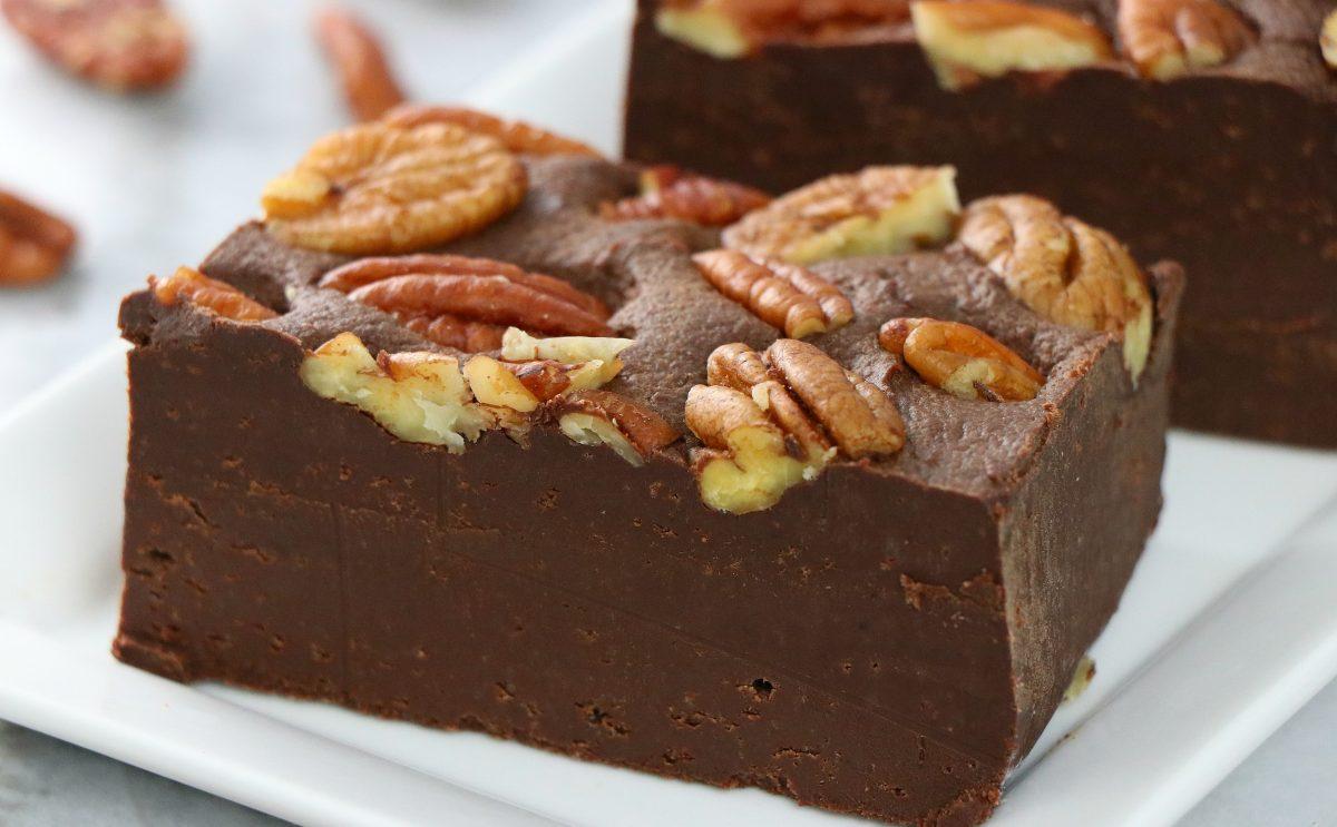 Vegan 4-Ingredient Chocolate Pecan Fudge