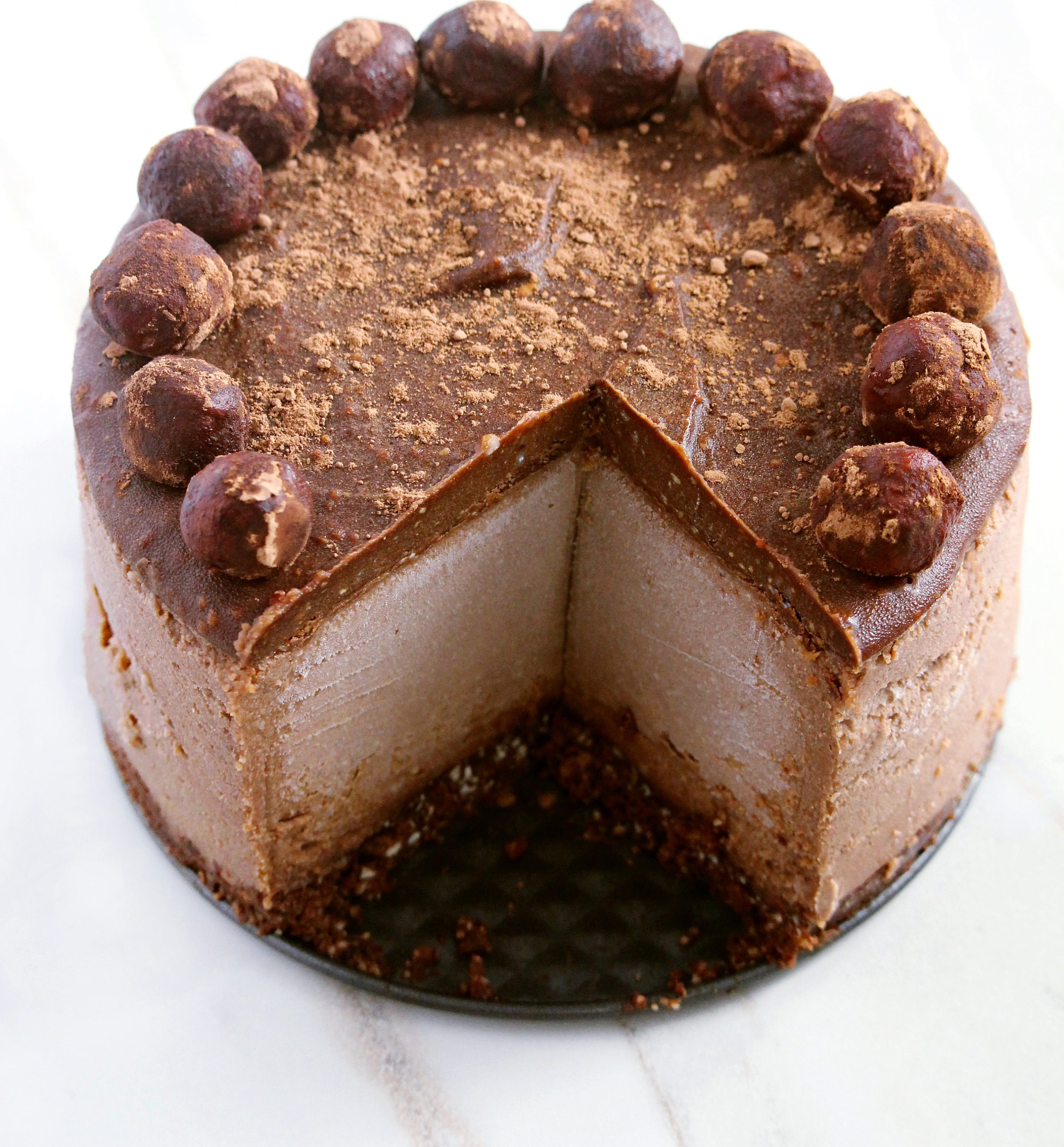 vegan, gluten-free, and refined sugar-free chocolate peanut butter cheesecake