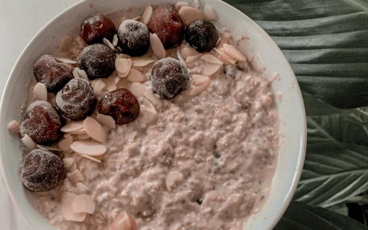 Vegan Cherry Bakewell Overnight Oats
