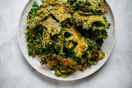 vegan homemade cheezy kale chips