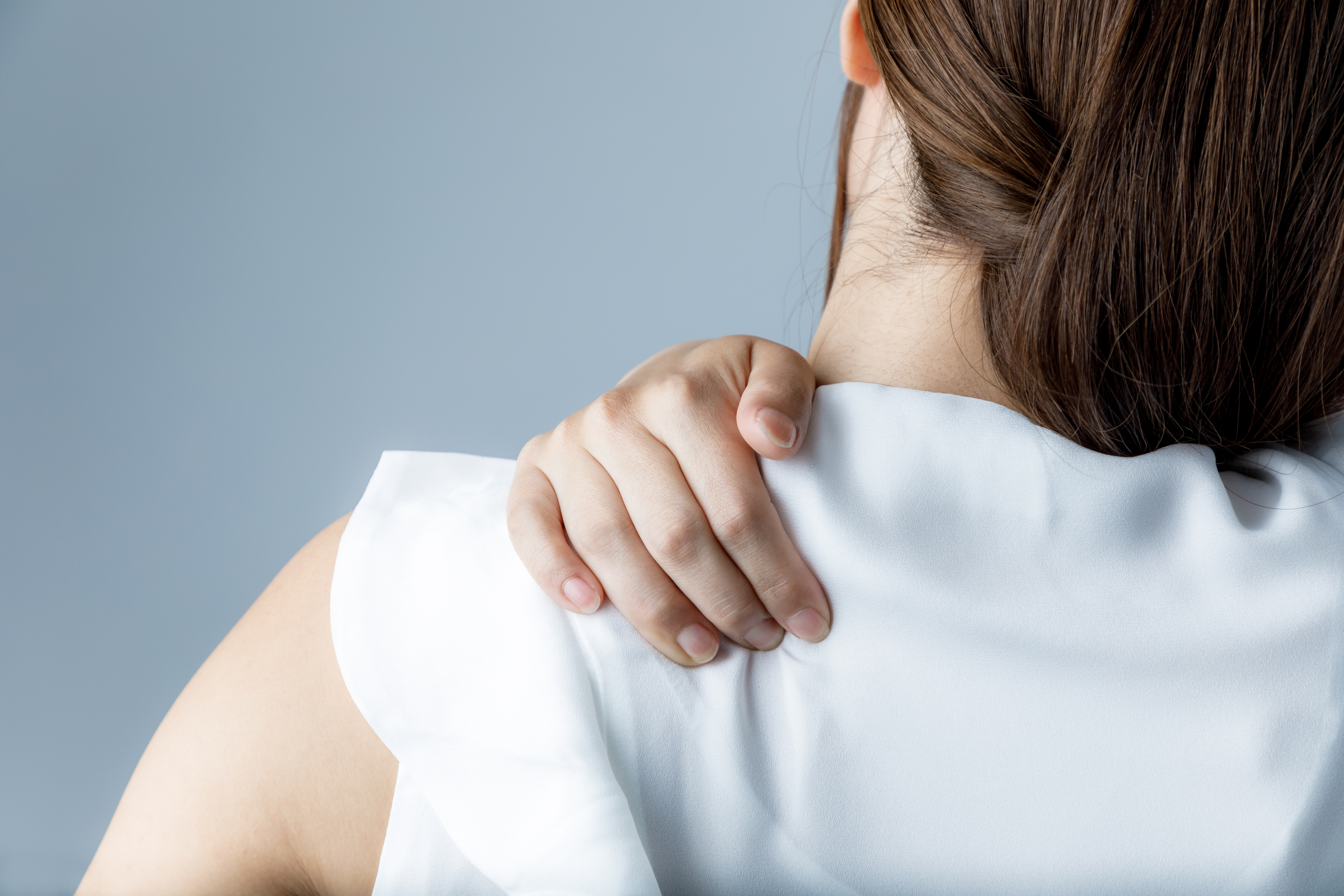 woman with muscle stiffness in shoulders