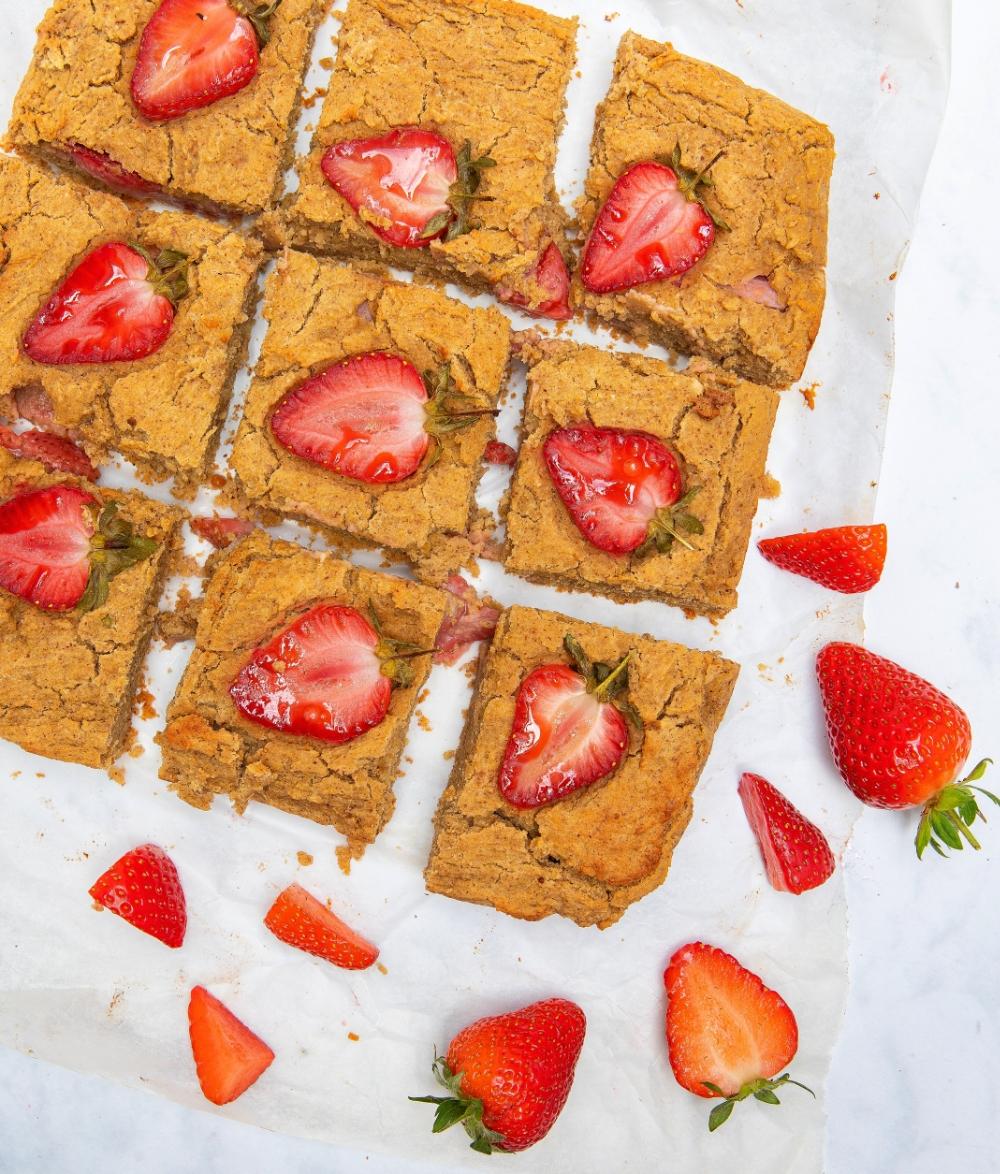 vegan gluten-free refined sugar-free 7-Ingredient Peanut Butter Strawberry Chickpea Blondies