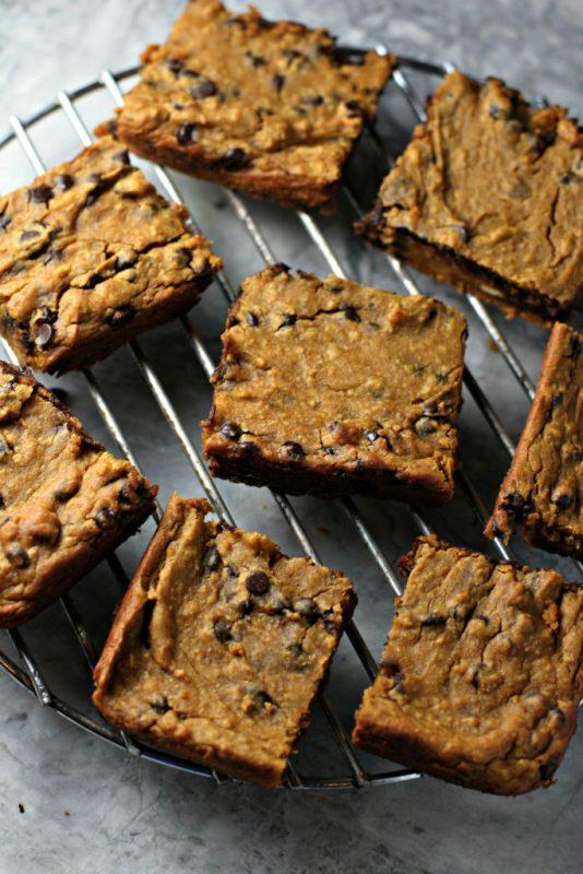 Vegan flourless high-protein chickpea pumpkin blondies