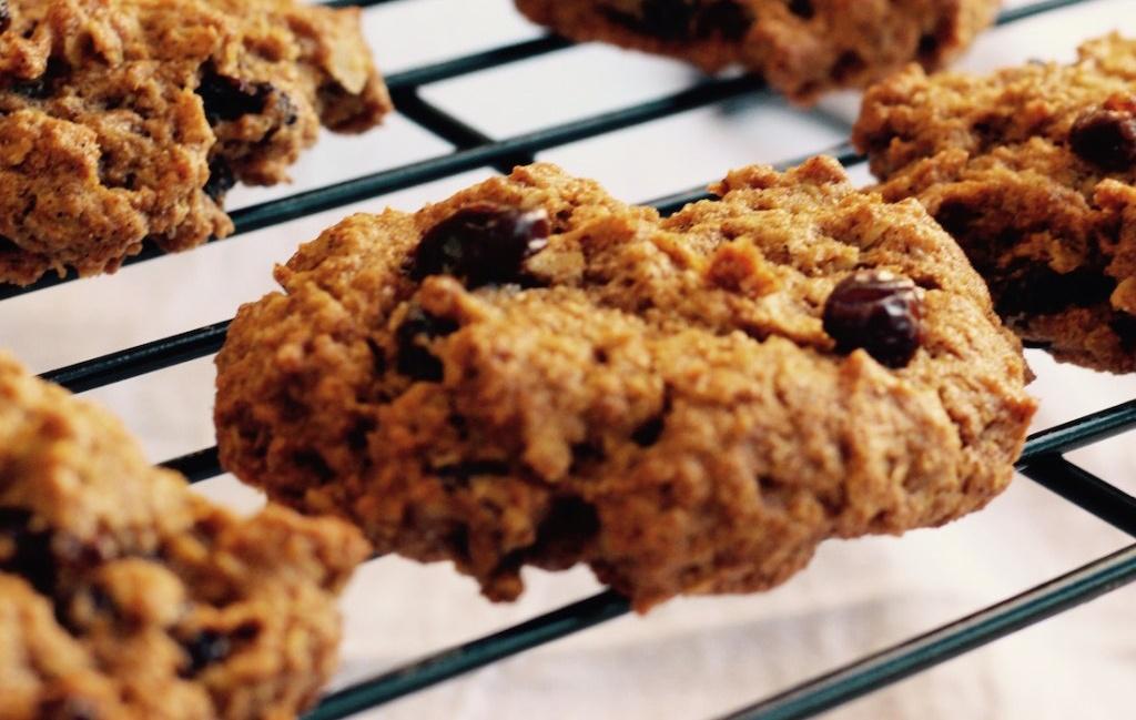 Vegan Spiced Pumpkin Raisin Cookies