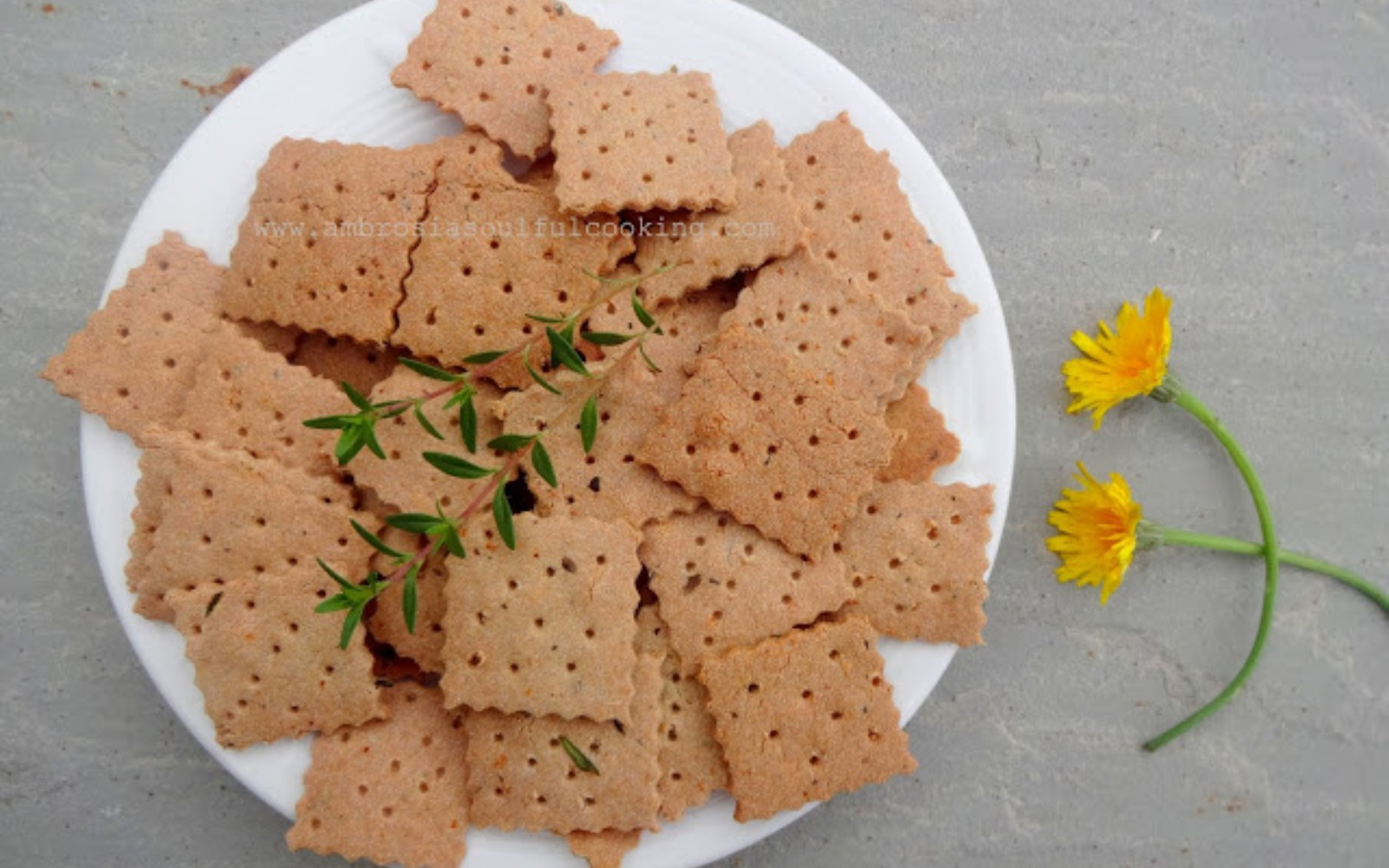 amaranth and garlic crackers