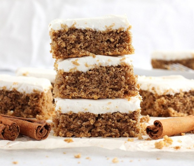 Vegan Cinnamon Roll Breakfast Bars