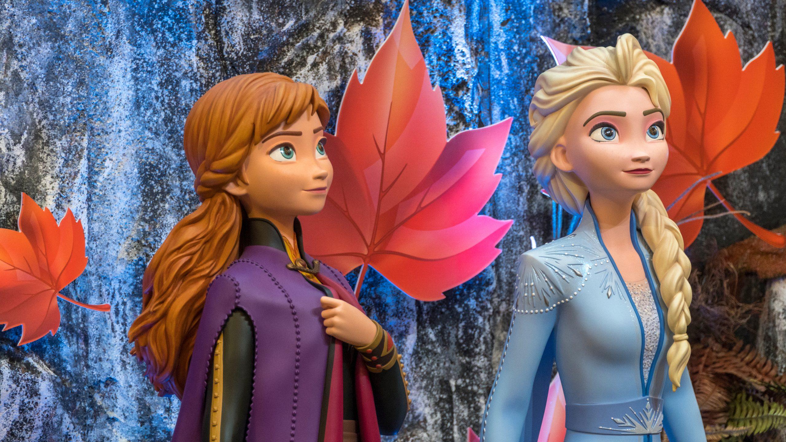 Anna and Elsa Frozen Figurine