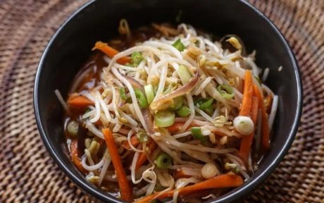 Spicy Mung Bean Sprouts Salad (Maewoon Sukju Namul)