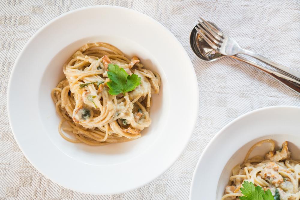 Vegan Spaghetti With Mushrooms and Creamy Vegan Alfredo Sauce