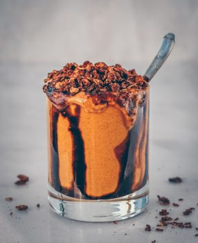 vegan gingerbread molasses smoothie