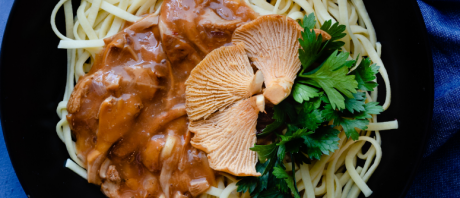 Vegan Tagliolini Pasta with Creamy Chanterelle Mushrooms Sauce