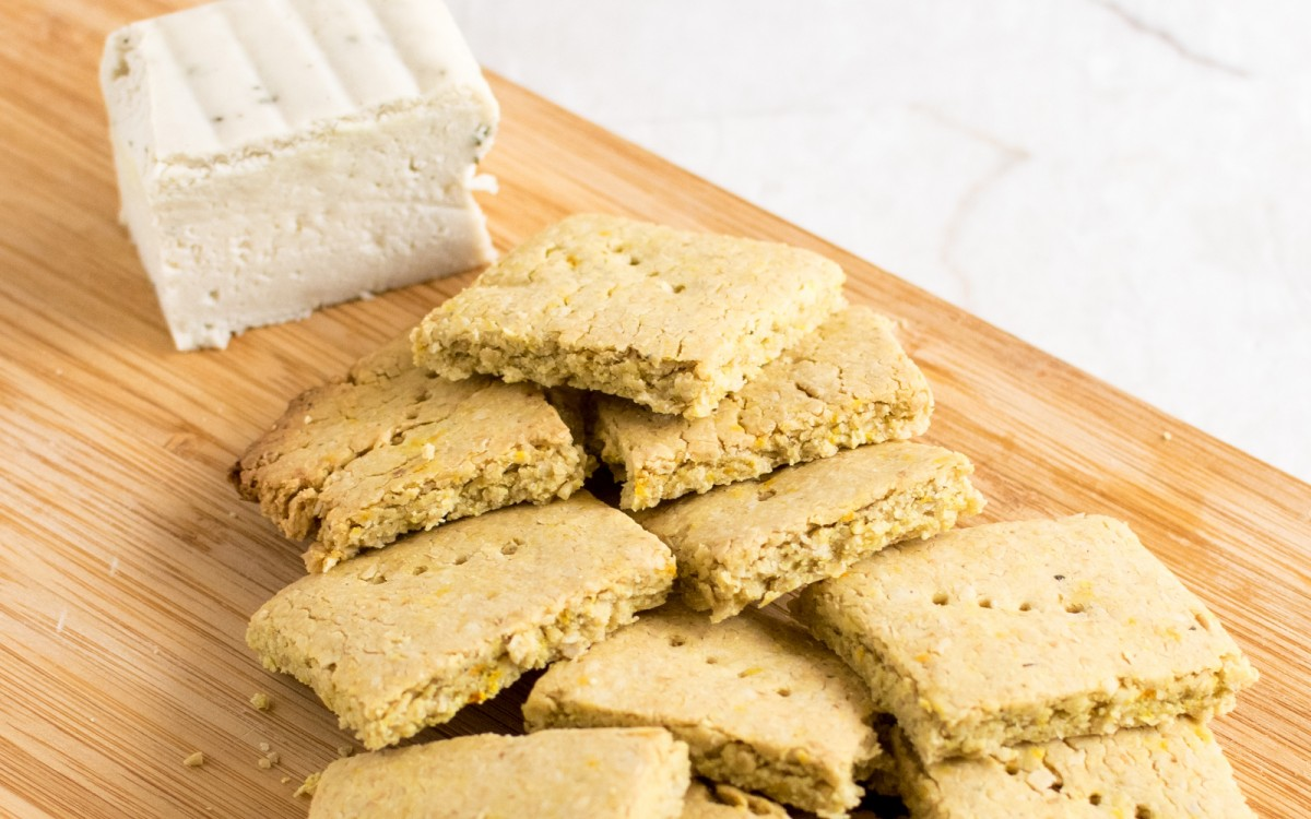 Cheesy Turmeric Oat Crackers