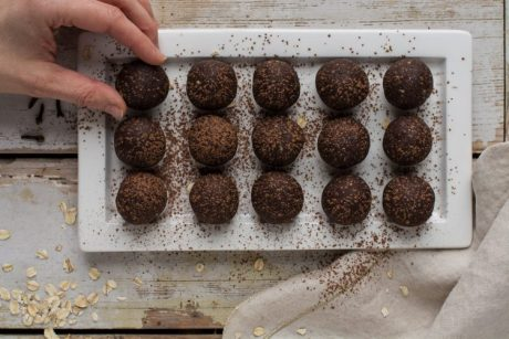 gingerbread flavored energy balls