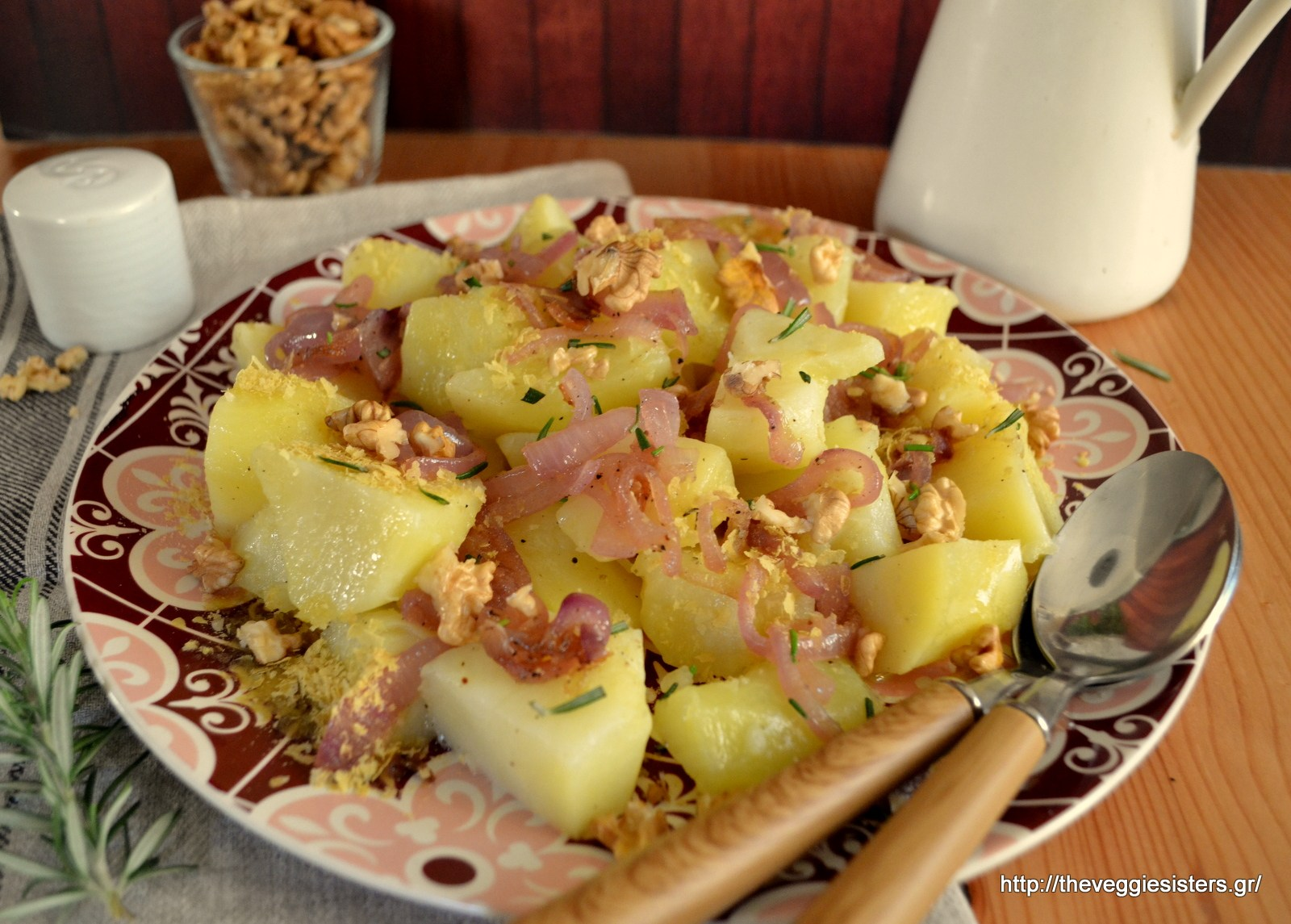 Potato salad with caramelized onions and walnut