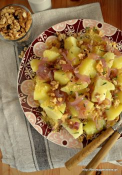 Potato salad with caramelized onions and walnut