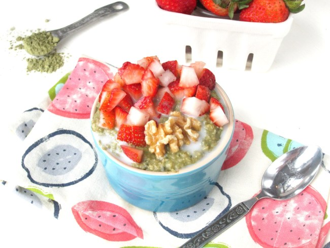 Vegan Matcha-Lime Overnight Oatmeal with Strawberries
