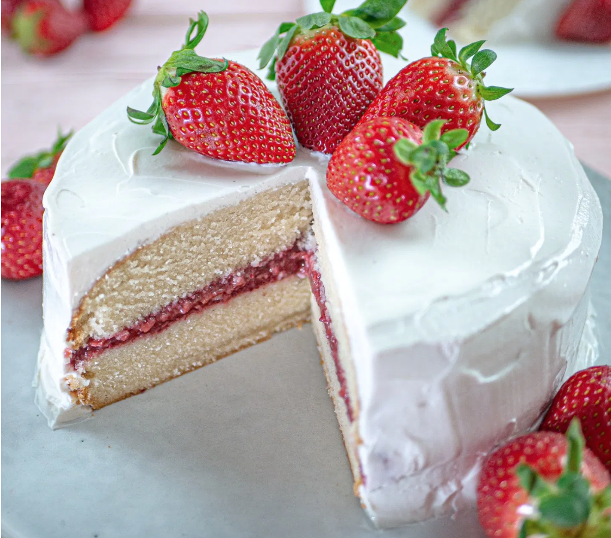 VANILLA CAKE WITH STRAWBERRY JAM