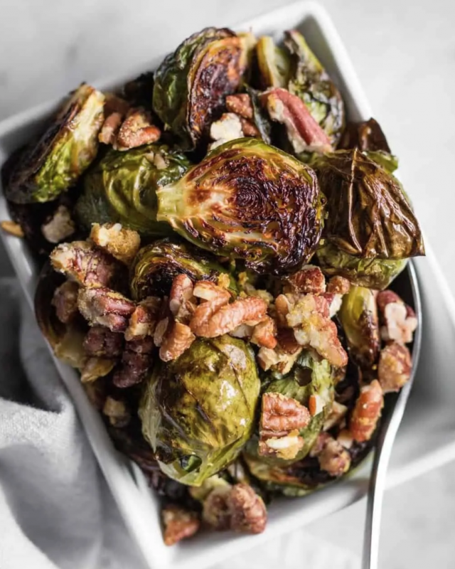 Roasted Brussels sprouts with Garlic Pecans