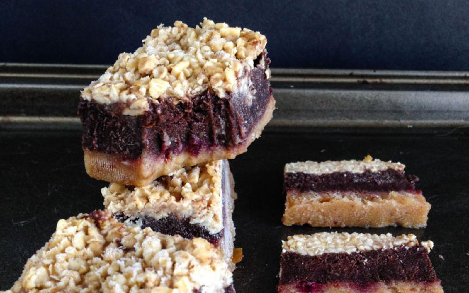 4-Layer Blackberry Jam and Chocolate Crumble Bars