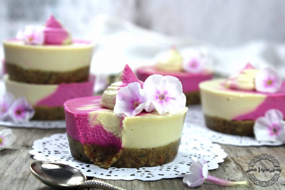 Vegan Pitaya Mini Cheesecakes with Lemon