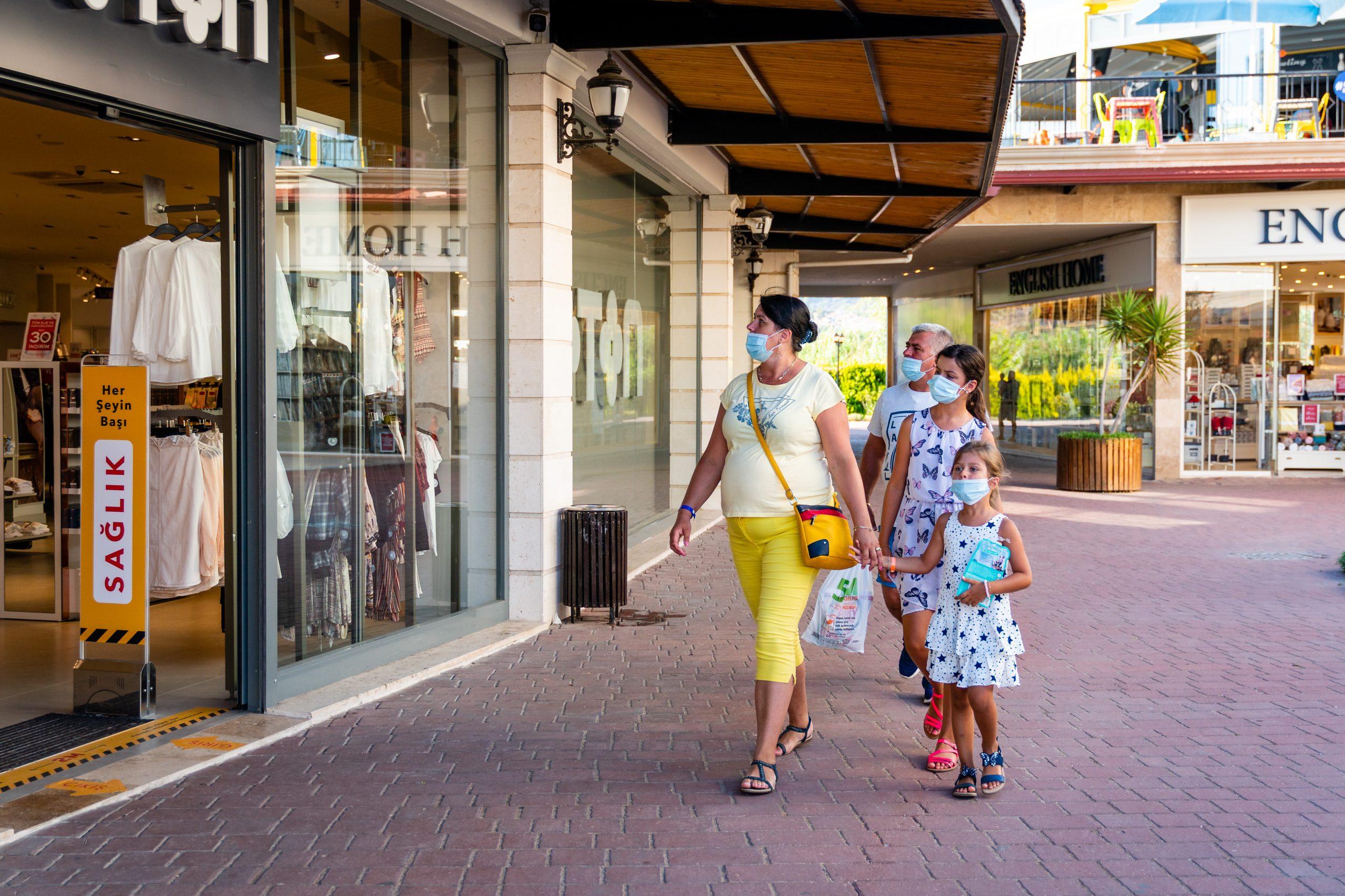 Family shopping coronavirus