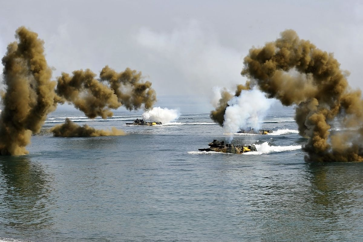 South Korea and US Marine Corps carrying out joint military exercises in 2013