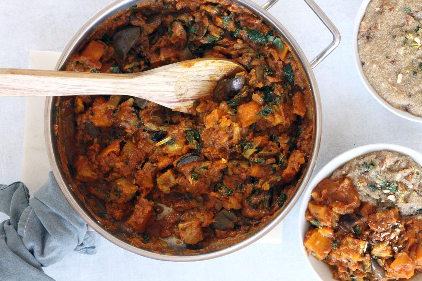 Ragoût de légumes végétalien aux épices marocaines et amarante au citron et aux amandes