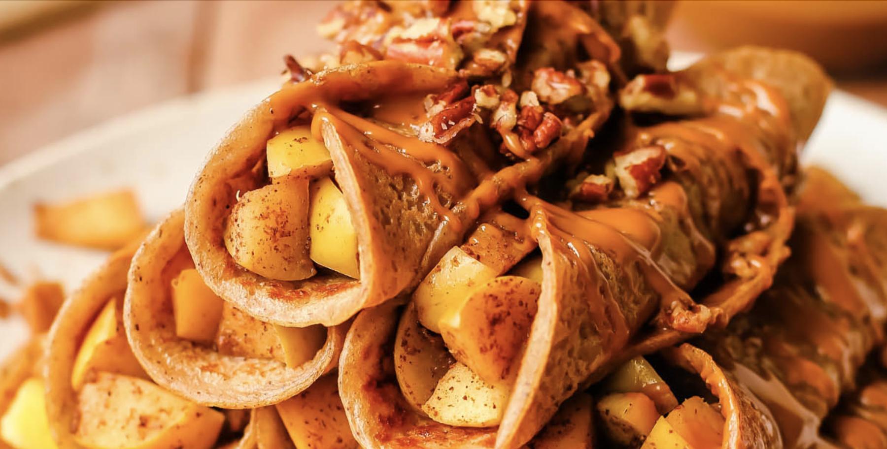 Cinnamon apple crêpes