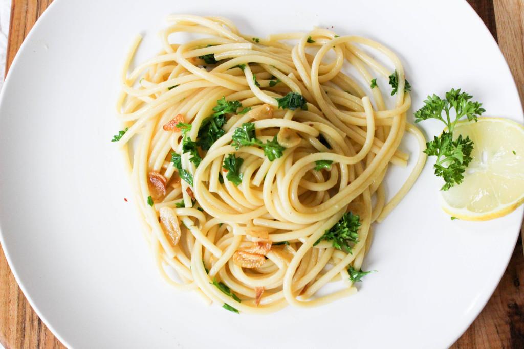 Vegan Easy 20 Minute Garlic Pasta