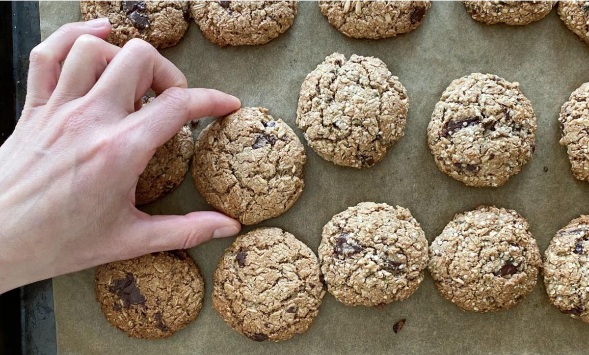 Healthy Oatmeal Chocolate Chip Cookies [Vegan]