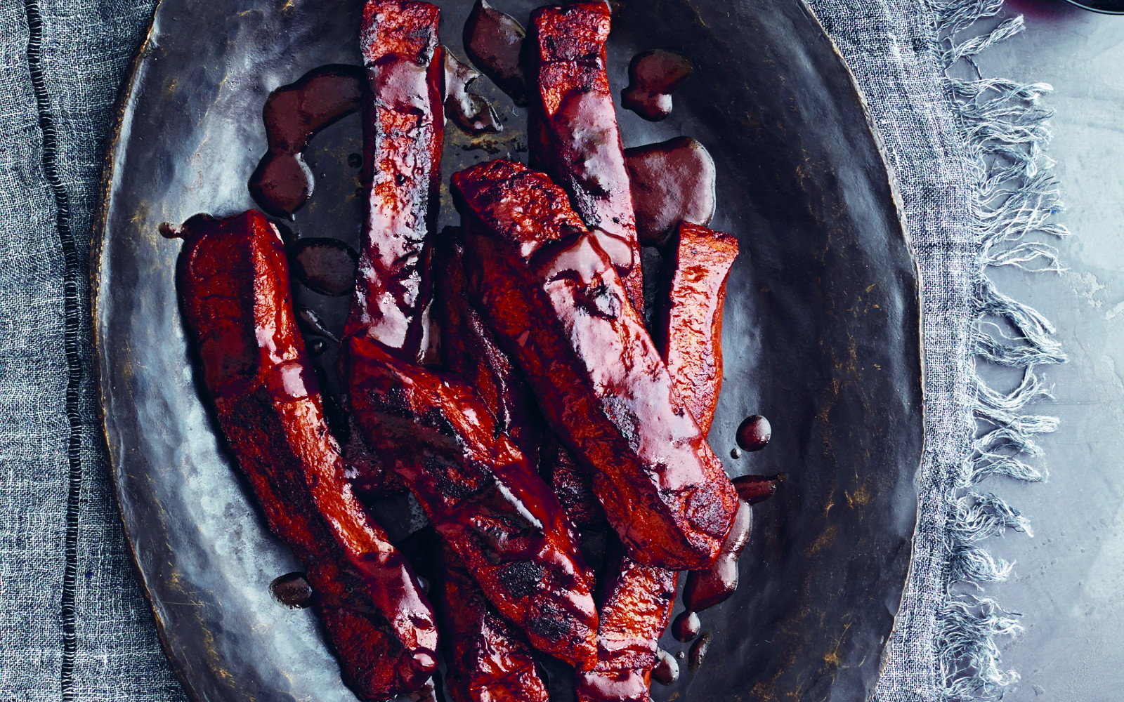 BBQ Satan's ribs with homemade barbecue sauce