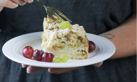Crumble Cake with Grapes and Walnuts