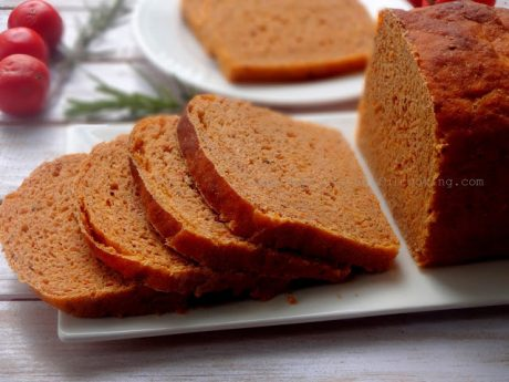 Herbed Whole Wheat Tomato Garlic Bread
